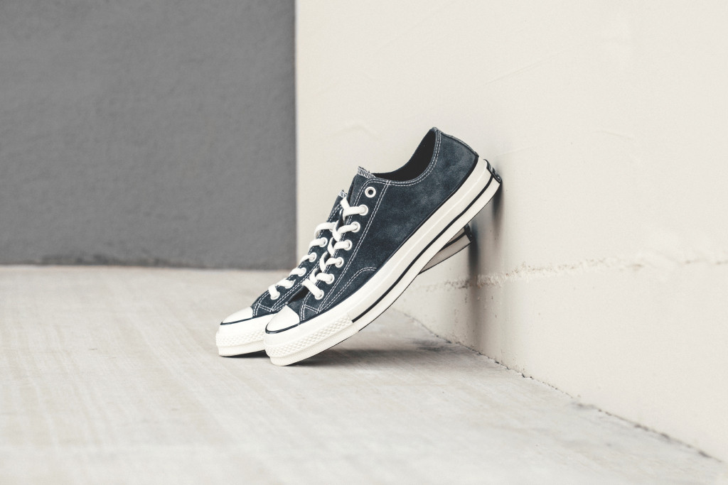 Converse-70-Ox-Charcoal-Black-Feature-Lv-1_1024x1024