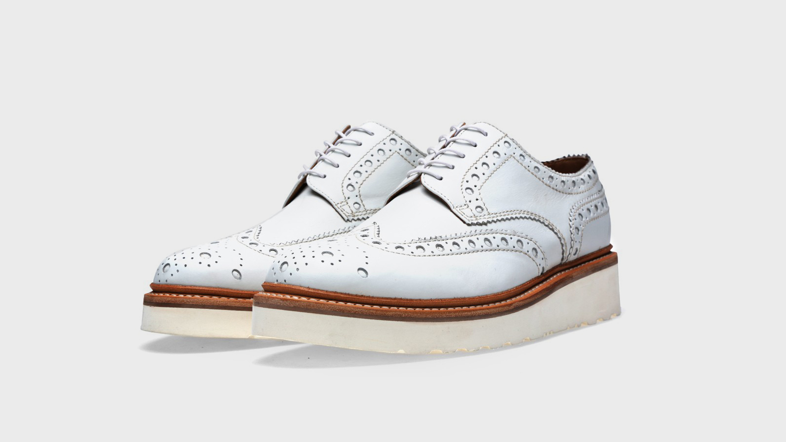 Grenson-derby-brogue-blanco-destacada
