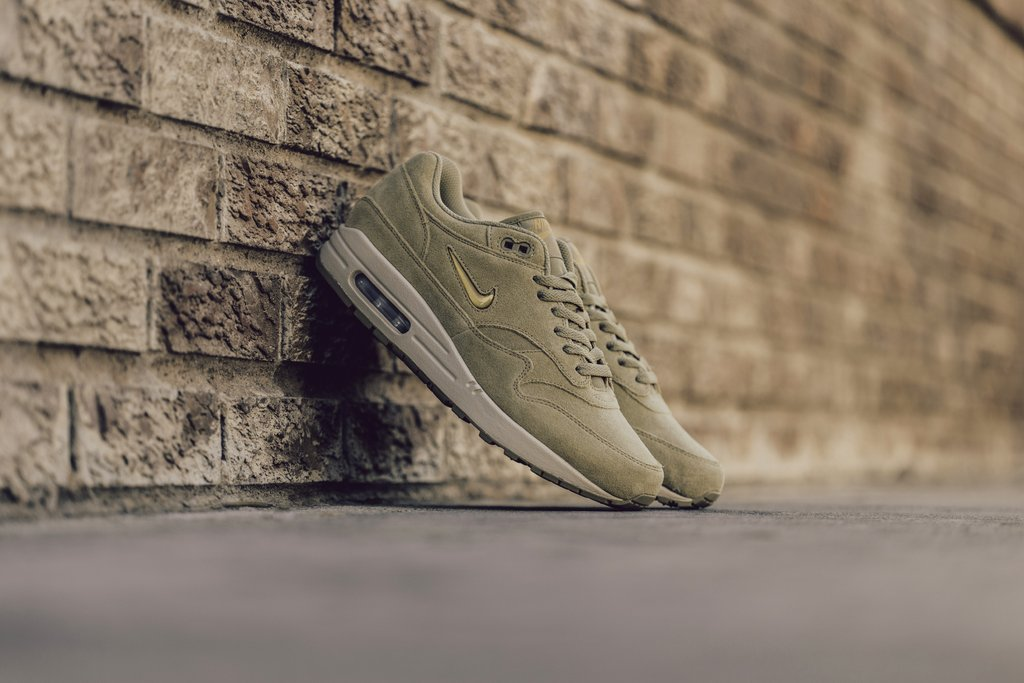 Nike-AM1-Jewel-Neutral-Olive-2