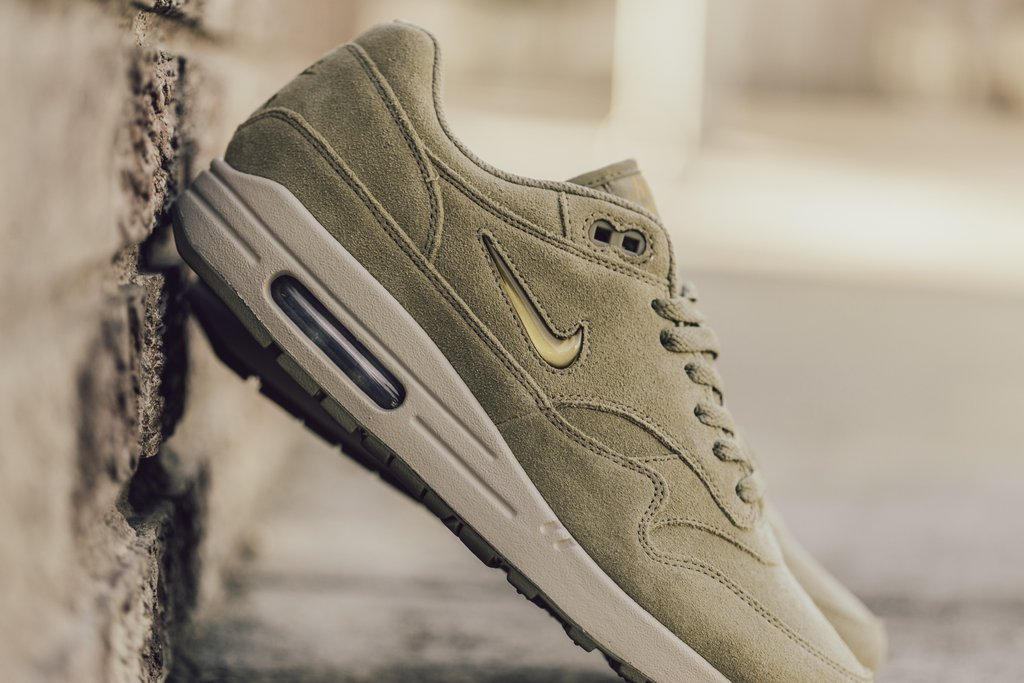Nike-AM1-Jewel-Neutral-Olive-3