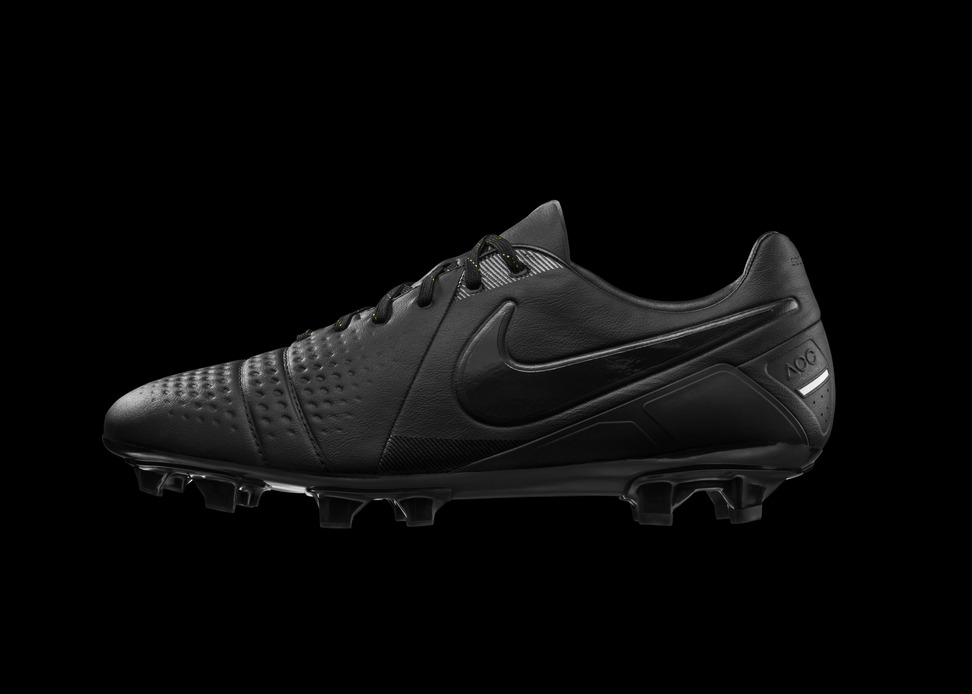 Nike-CTR-360-Lights-Off-1