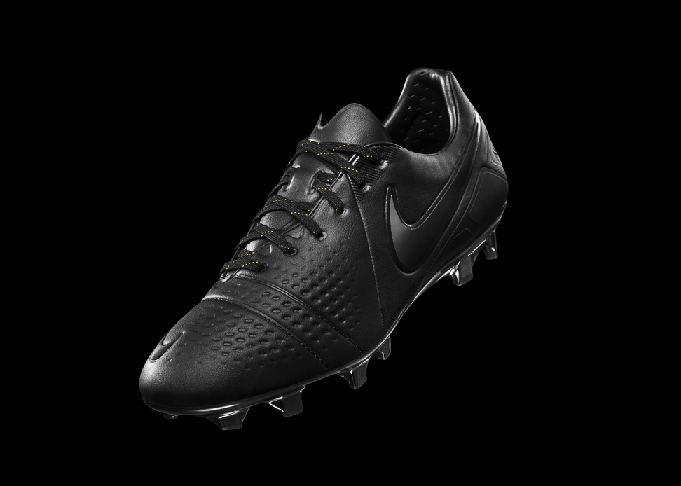 Nike-CTR-360-Lights-Off-2